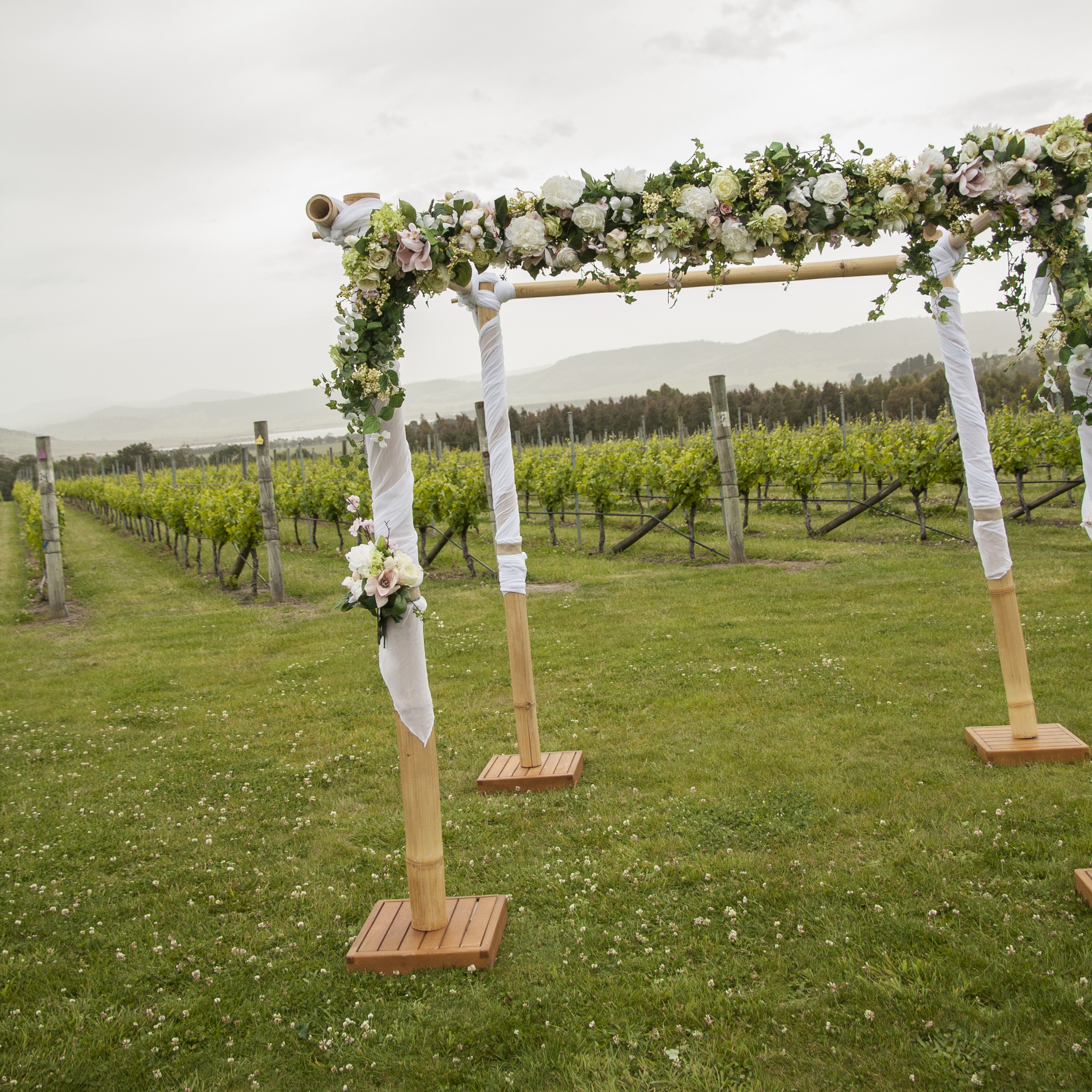 Courtney & Aaron - Style my day - Frogmore Creek Winery
