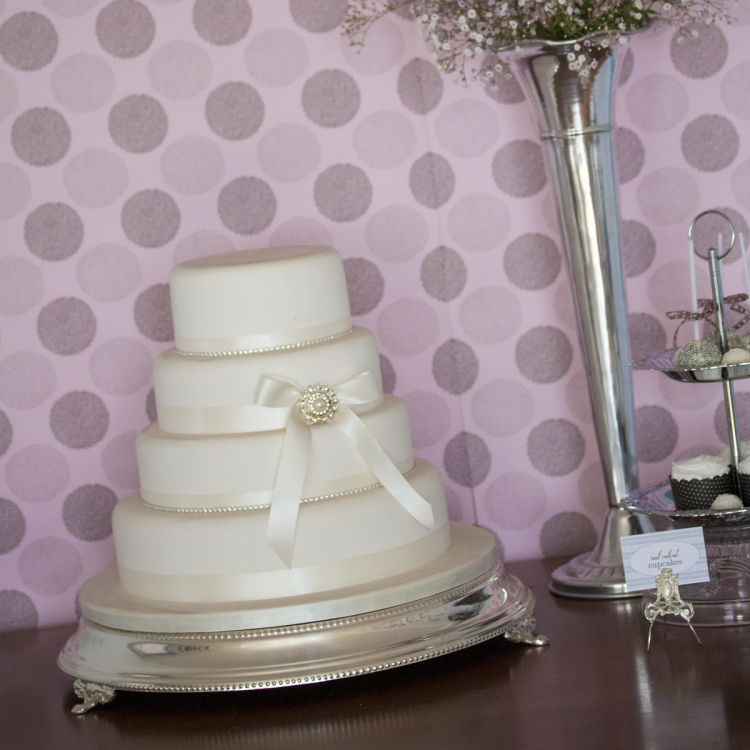 wedding cake stand silver - Style my day - Wedding and Event - Hire and styling