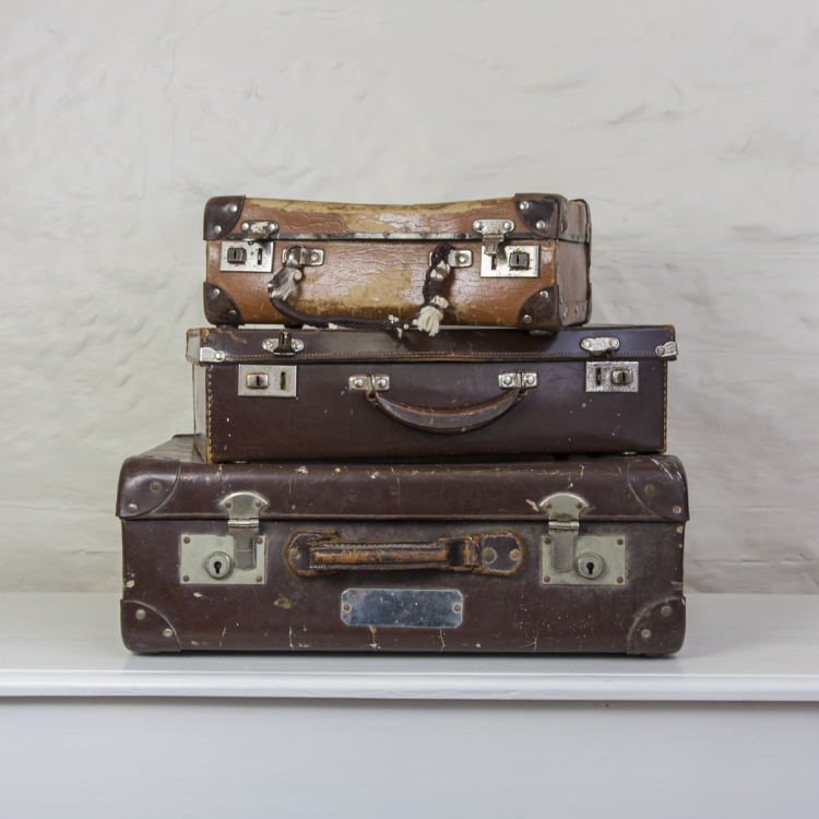 suitcase stack vintage - Style my day - Wedding and Event - Hire and styling