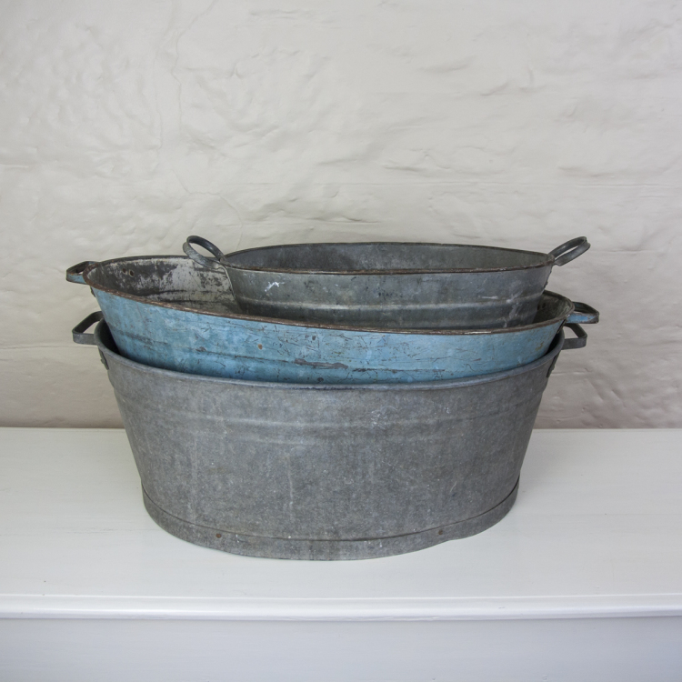 vintage tin bath for drinks and ice - Style my day - Wedding and Event - Hire and styling