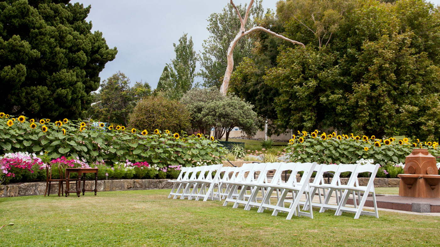 Style my day - Kate & Richard - Botanical Gardens